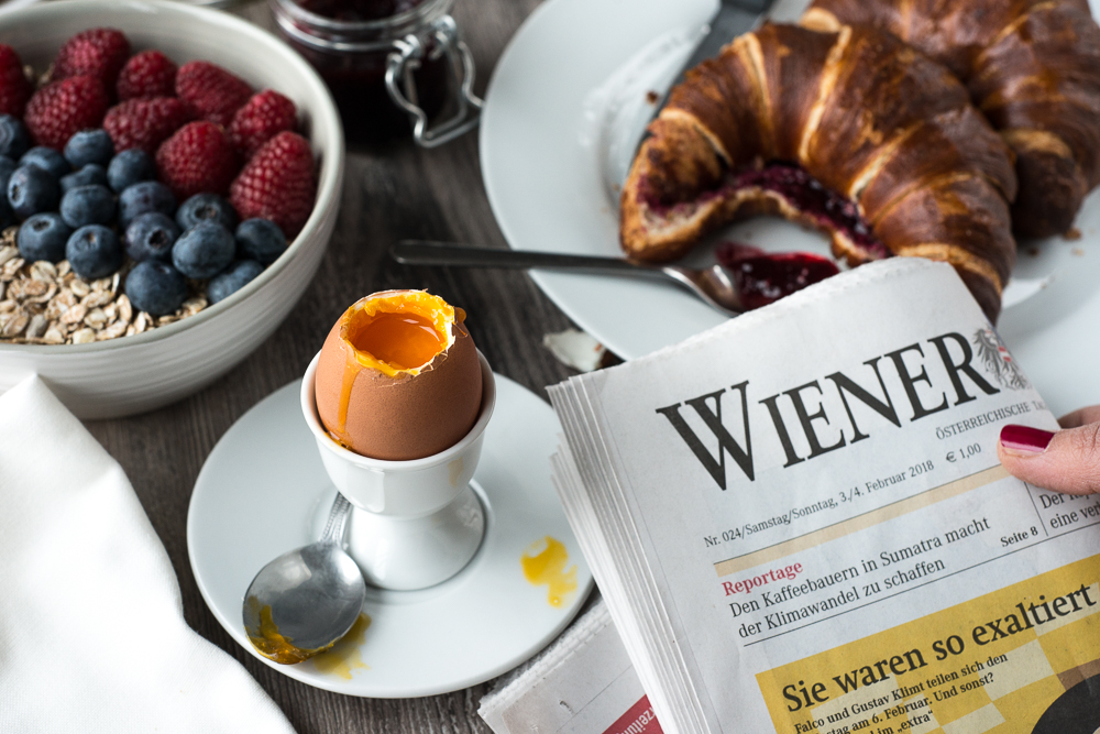 brunch with eggs reading wiener zeitung