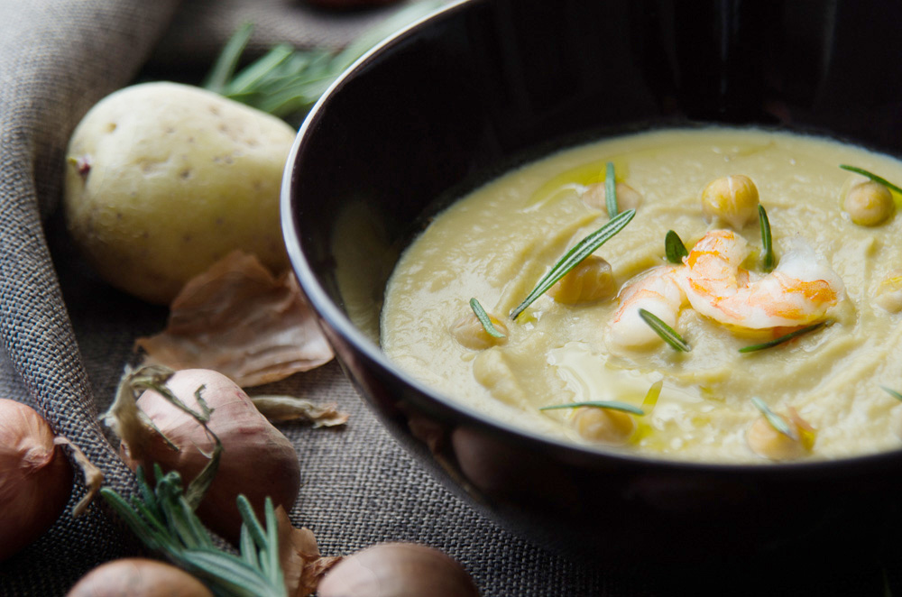 chickpea soup with rosemary and shrimps